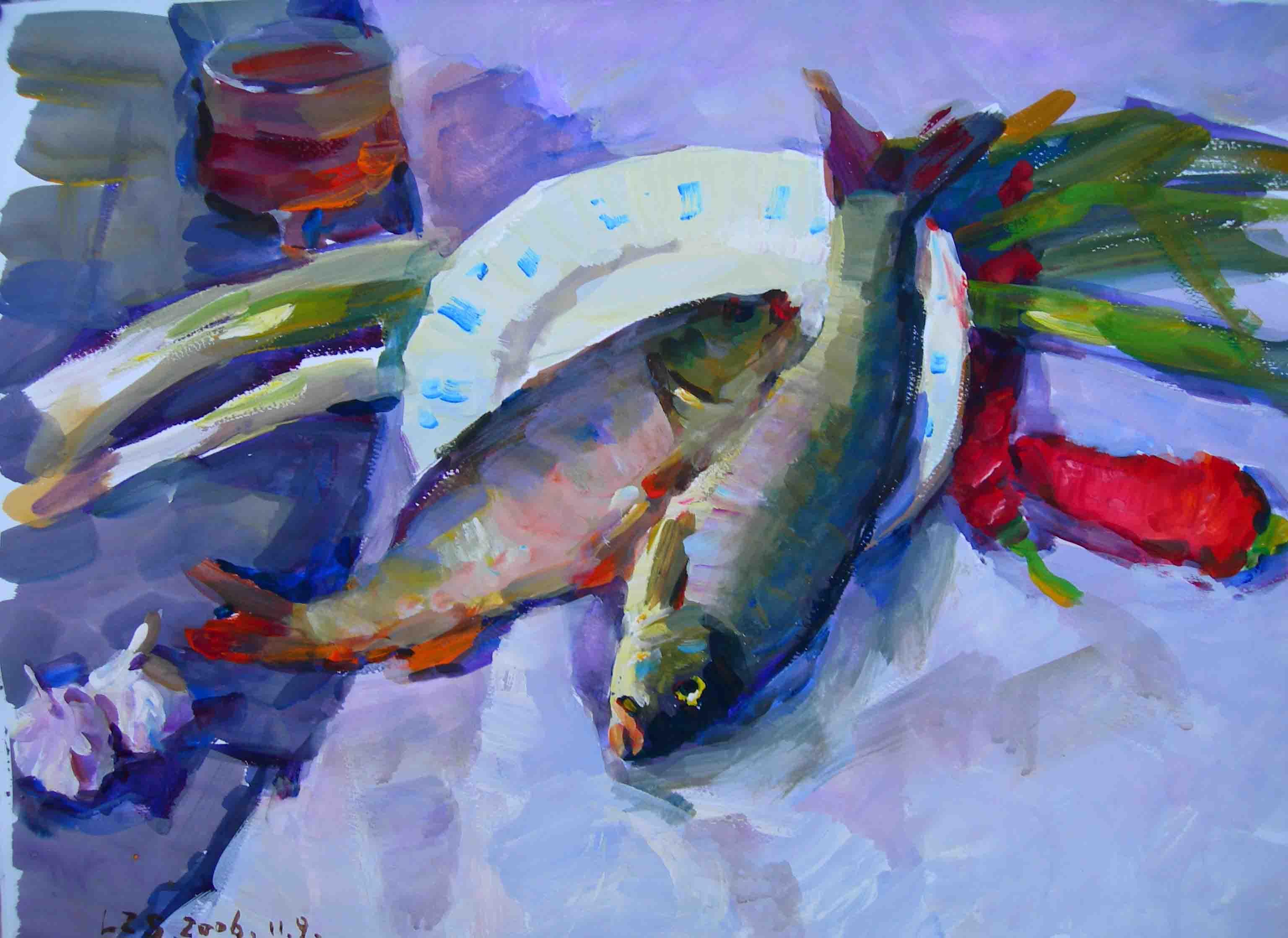 蔬菜和鱼类是考试中常有的物体,其绘画的难点是:由于考生对蔬菜和鱼类的形状与色彩不够熟悉,难以表现生动。最常考的蔬菜有西红柿、茄子、蒜、白菜、胡萝卜、辣椒、土豆、洋葱等,以下介绍较为典型的几种蔬菜、鱼类的画法。 (一)、鱼类的画法 鱼可分鱼头、鱼身、鱼尾三部分。鱼头重点刻画、尤其要把握好鱼眼部分形状的塑造,鱼身用笔触塑造时应注意身体的体积感,鱼尾可简洁处理。在画鱼的过程中多注意色彩冷暖的推进,从而表现出鱼的立体惑和空间镶。   (二)、凉薯的画法。凉薯是一种常考题材,在画凉薯之前一定要仔细分析其形体和大小
